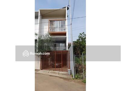 Dijual - Hunian minimalis 3. 5 lantai dekat Gandaria City