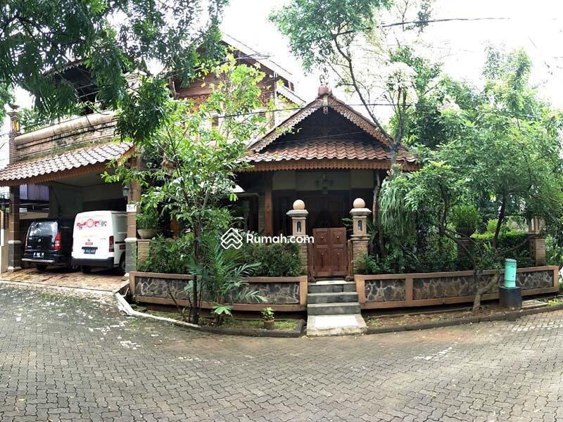 Di Jual RUMAH JOGLO Super Klasik, Ornamen Antik, Full Furnished, Ukiran Jati di Hunian Elite Bekasi #89960587