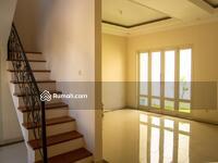 Dijual - Rumah Modern Gaya Klasik Area Perumahan Solo Baru