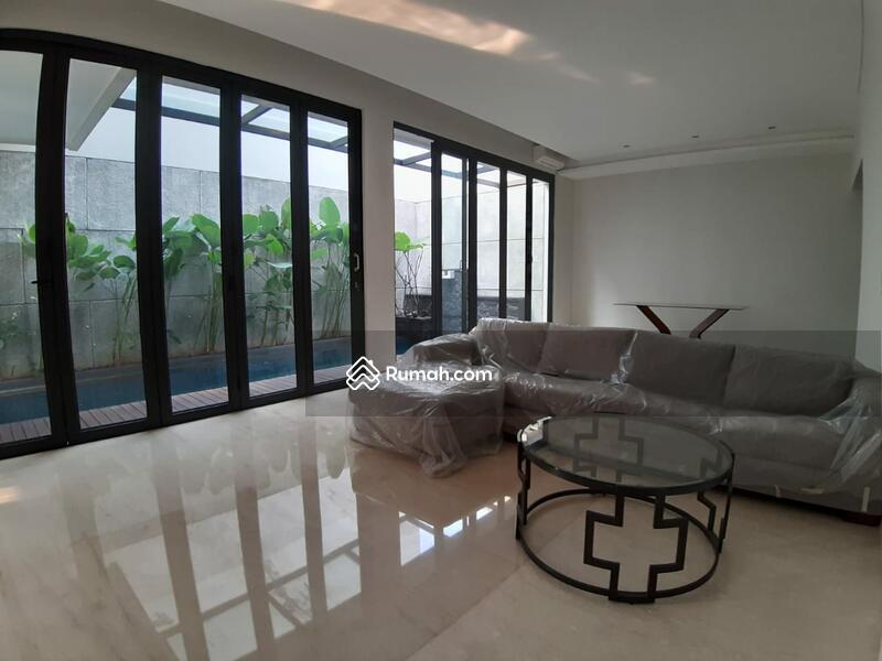 Rumah brand new modern design dalam townhouse area strategis #90825395