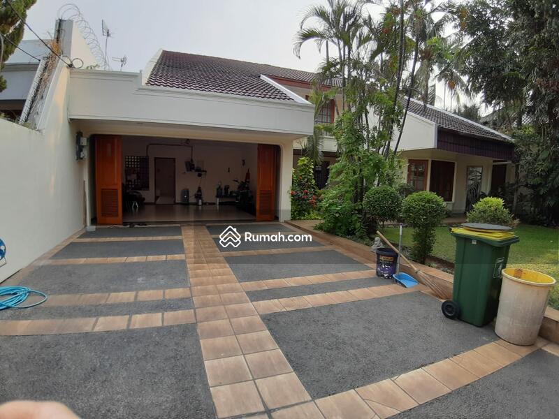 Disewakan Rumah 2 Lantai yang Indah di Kemang Jakarta selatan #92857563