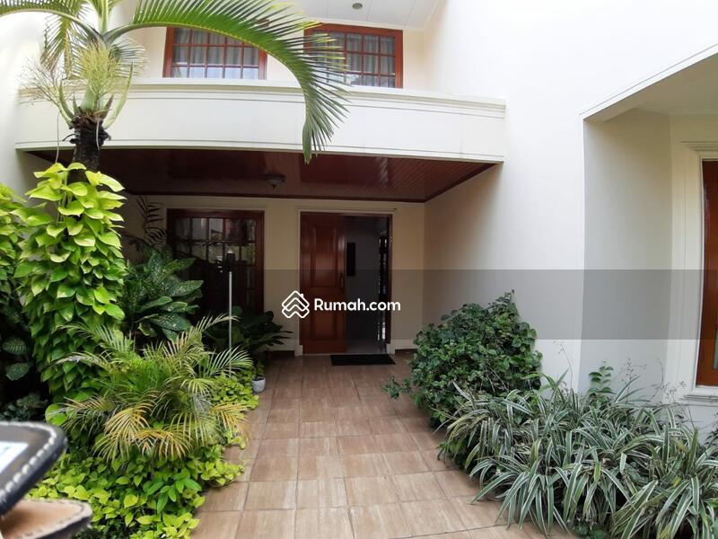 Disewakan Rumah 2 Lantai yang Indah di Kemang Jakarta selatan #92857565