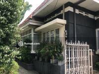 Dijual - Rumah asri di pusat kota, cocok untuk tempat tinggal atau dibuat rumah kost