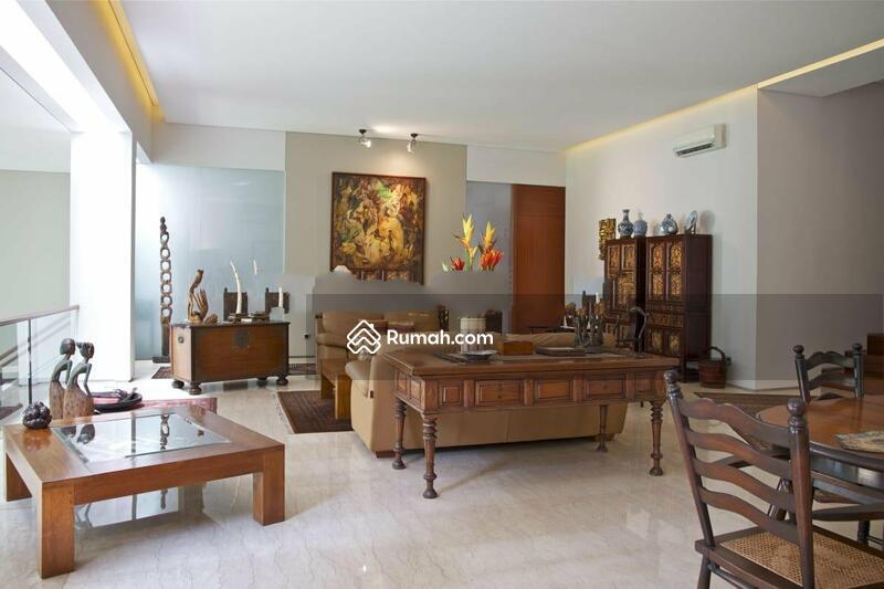 Rumah asri minimalis modern, megah terawat, tenang aman nyaman, bebas banjir di Kemang Timur, Jakart #94037631