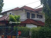 Dijual - Kemang Pratama Rumah Mewah, Hoek 2 Lt, Luas Tanah 700 m2 di Jalan Raya Utama