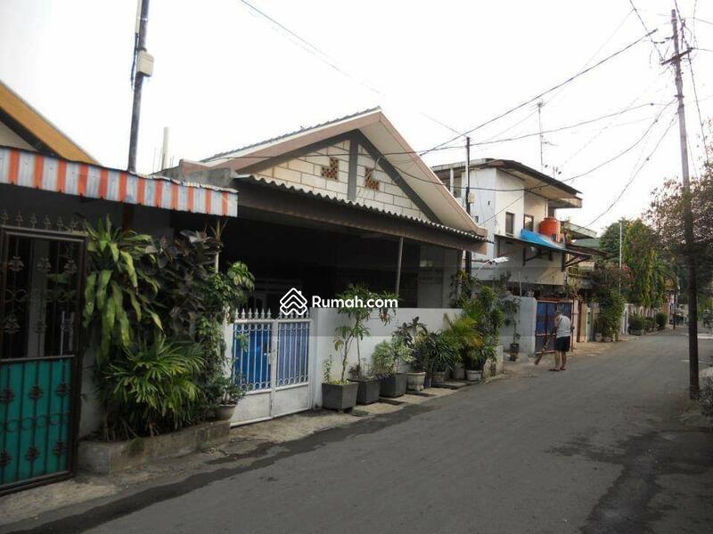 Kost Kostan Strategis di Seberang Stasiun Klender, Jakarta Timur. Prihadi 081517106695. 085105159529