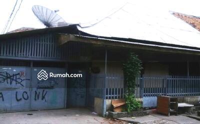 Dijual - Harga di Bawah NJOP, Rumah Hitung Tanah di Palmerah, Strategis di Tengah Kota Jakarta, Cocok Dibikin