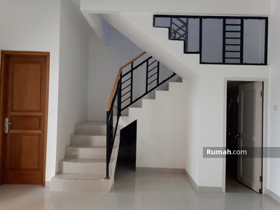 Dijual - Rumah murah 2 lantai minimalis 6 menit ke MRT lebak bulus