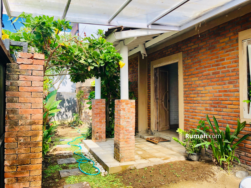 Charming Joglo style villa with 3 Bedrooms Villa in the West Of By Pass Sanur available for yearly R #96478441
