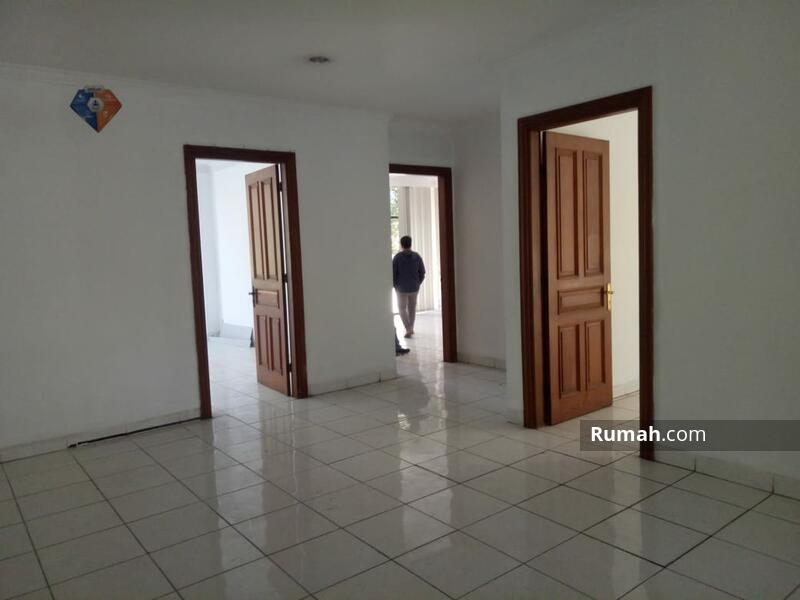 DIJUAL Gedung 4 lantai di jl. Wahid Hasyim Luas (14x40) 560 m2 Menteng Jakarta Pusat #101687779