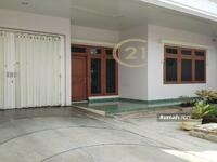 Dijual - Rumah bagus 2 lantai, lokasi sangat stretegis, dekat Simpang Lima, lingkungan aman, tenang dan nyaman