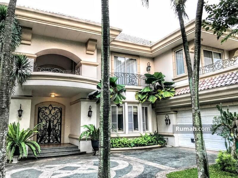 For Rent Luxury American Classic-Style House with Golf View #101508579