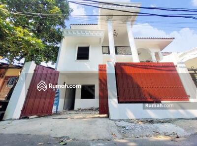 Dijual - Rumah Baru Klasik di Condet