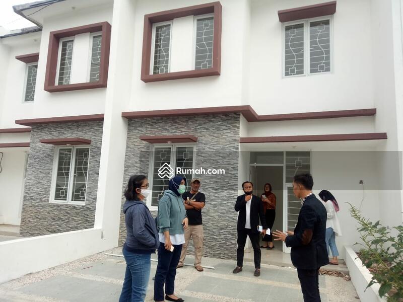 Rumah Cantik Dan Terawat 2 Lantai , Indent , Posisi Pojok , Jual Cepat Hanya 3 Unit #97929885