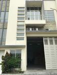 Gudang Ukuran 12x18m. Furnished 3 Lantai. LT 216, LB 500 di Margomulyo, Surabaya