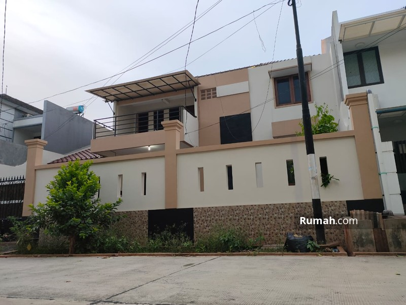 Dijual rumah cantik di Komplek Billymoon Pondok Kelapa #98309985