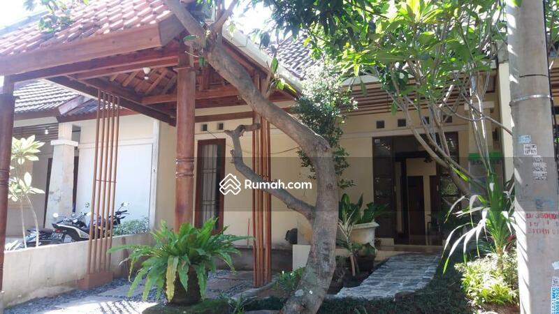 Tamansari Puri Bali #98670417