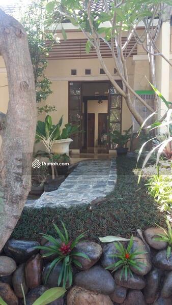 Tamansari Puri Bali #98670423