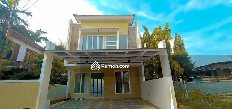 Rumah mewah dua lantai memiliki private pool samping tol jatiwaringin #98899949