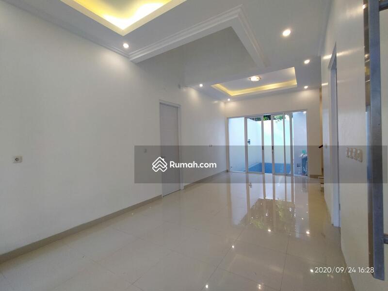 Rumah mewah dua lantai memiliki private pool samping tol jatiwaringin #98899983