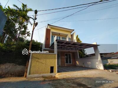 Dijual - Rumah mewah 2 lantai siap huni dan strategis dekat tol jatiwaringin di Jatiwaringin Jakarta Timur