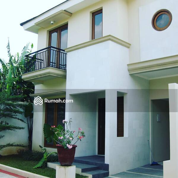 Hunian Modern di Cipete Selatan Dalam Town House #99148193