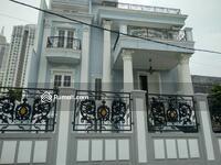 Dijual - Dijual rumah brand new, simprug, bergaya klasik modern, dengan pool, luas 200 meter, harga 19m nego