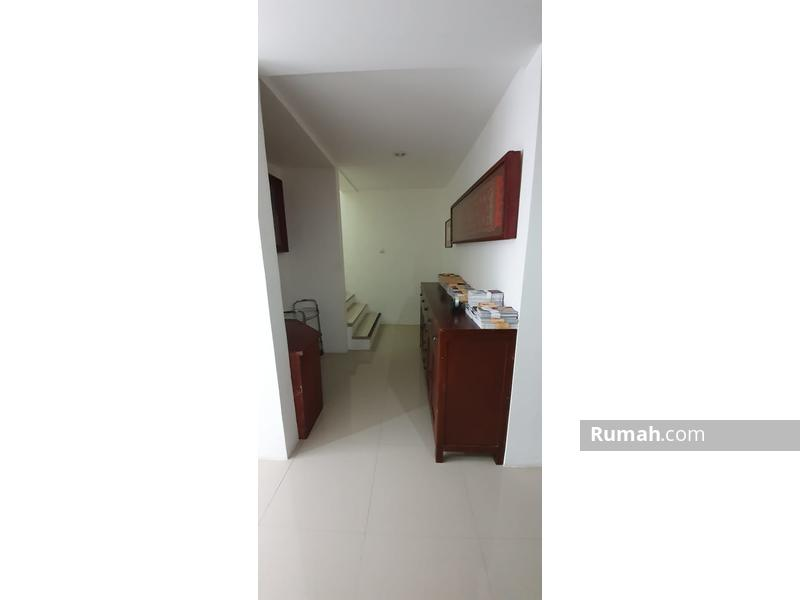 Rumah Minimalist 3 KT dengan Rooftop #99645155