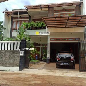 Dijual - Dijual Rumah Cantik dan Asri 2 lantai di Meruyung Depok