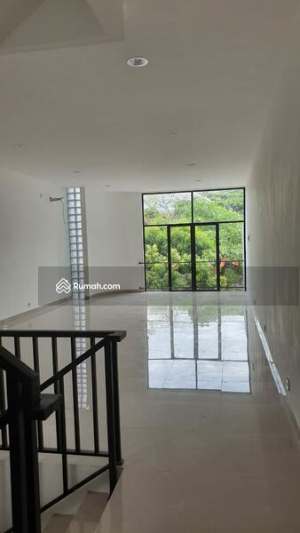 Ruko 2.5 Lantai Untuk Usaha di Lokasi Strategis Bintaro Sektor 9 #99739793