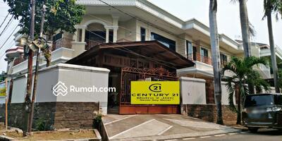 Dijual - Dijual rumah hoek mewah di Pulomas, Jakarta Timur