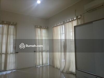 Dijual - Dijual Rumah Siap Huni Villa Valencia, Pakuwon