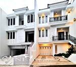 Rumah mewah dalam cluster mewah pinggir jalan raya 3 lantai