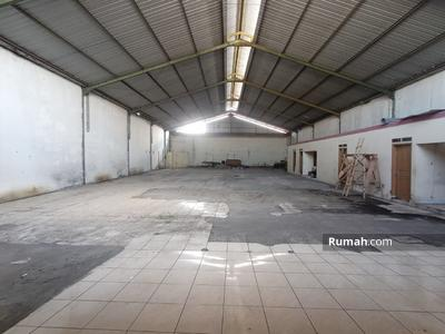 Dijual - Gudang Jl. Slamet Riyadi Makam Haji
