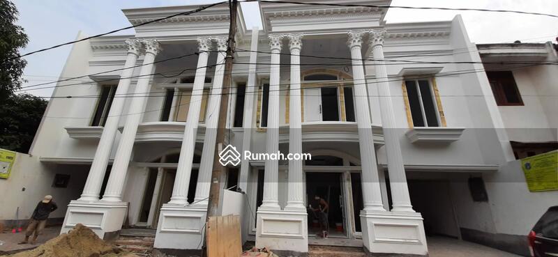 Rumah 2 lantai Jagakarsa 10 Menit Tol Brigif Kolam renang pribadi di kawasan asri #108236537