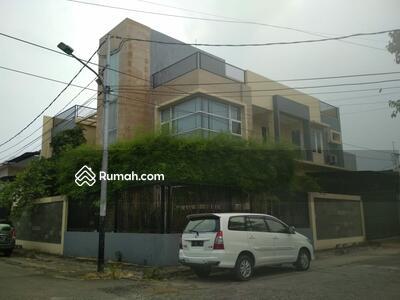 Dijual - Rumah di Muara Karang Posisi Hoek , Jalan besar , Minimalis dan sangat bagus ! Unit langka !