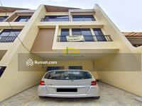 Dijual - Andre Tjhia- Tanjung Duren Rumah Baru 3 Lantai Jalan 1 Mobil 4 Kamar Tidur Tidak Banjir Nego