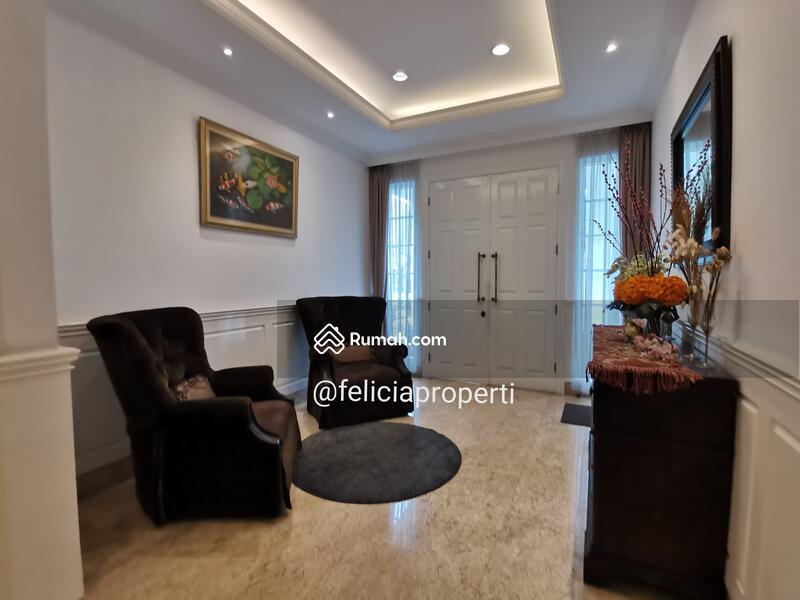 Rumah Classic Modern Furnished #101323919