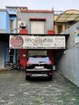 Ruko pinggir jalan di Condet Raya