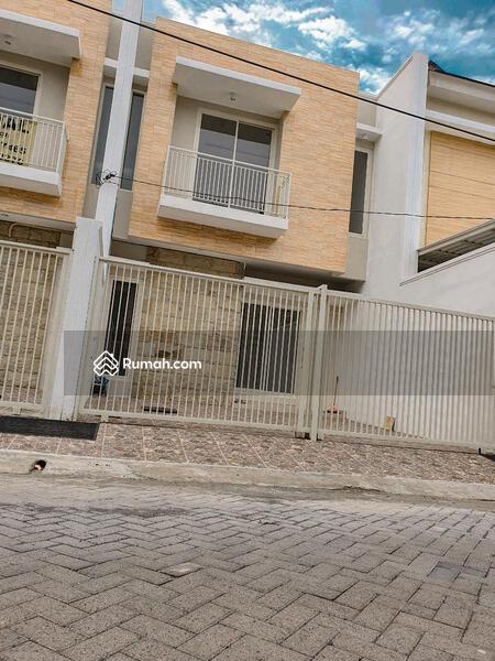 Rumah baru 3lantai dekat taman sutorejo #101449815