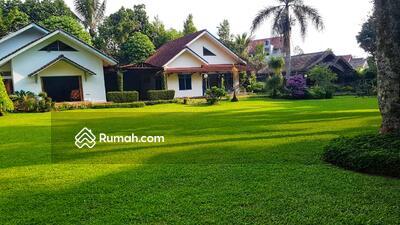Dijual - Jual Villa Puncak Bogor Cisarua , Lingkungan Nyaman , Taman Luas , Strategis , Kolam Renang , SHM , Nego