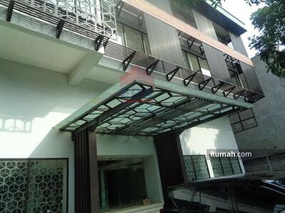 Dijual - Gedung mewah bisa jadi sebagai perkantoran di Jl. Dewi Sartika Bandung
