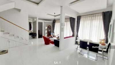 Dijual - Rumah desain modern 3 lantai di Tatar Jingga Kota Baru Parahyangan