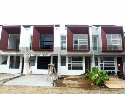 Dijual - Hunian minimalis dua lantai modern tropis dekat tol andara dan MRT Fatmawati