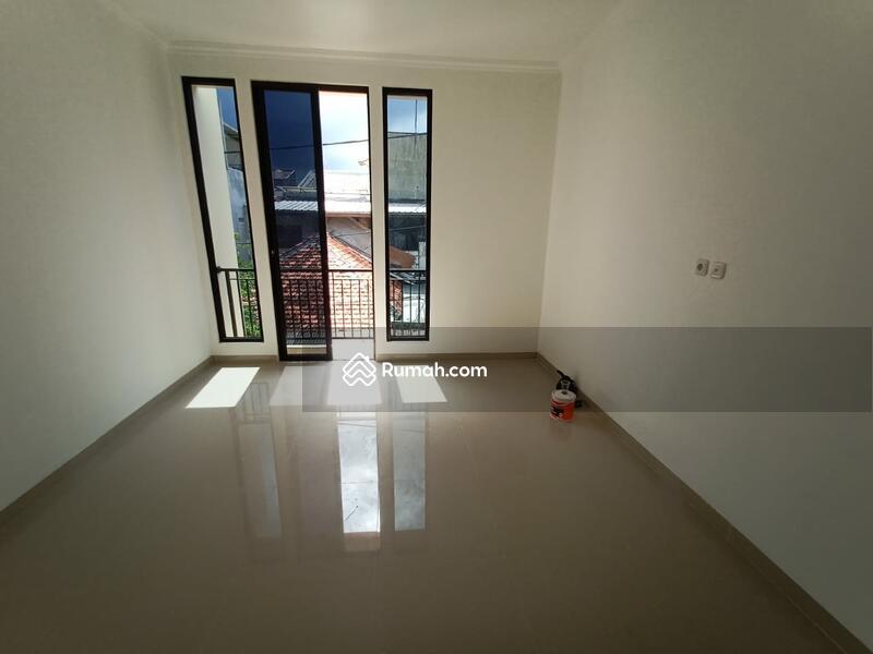Rumah Brand New 3 lantai Tanjung Duren #109307833