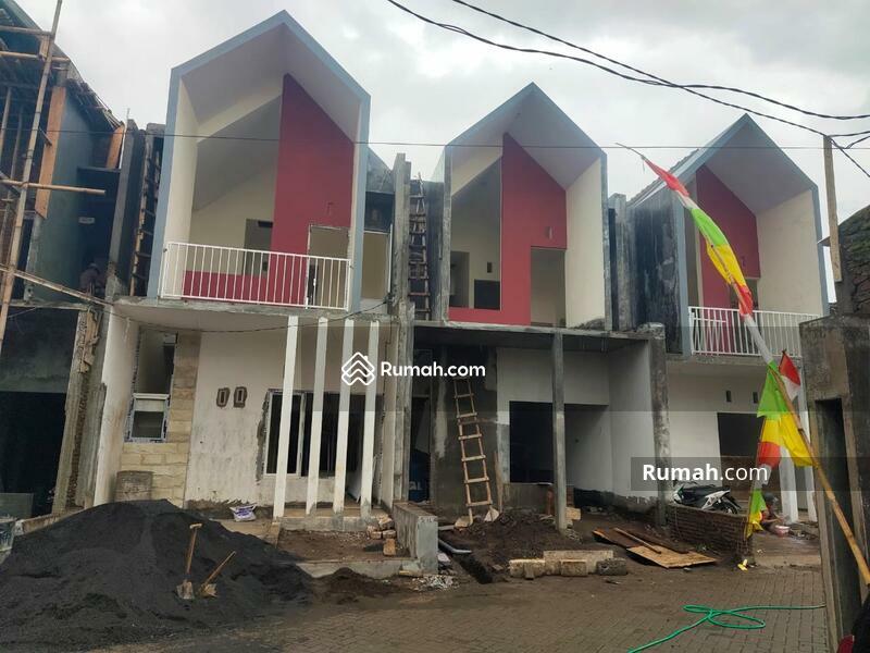Rumah modern dekat bandara dan exit tol di malang #103015463