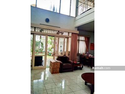 Dijual - Dijual Rumah 2 Lantai di Sayap Riau Bandung