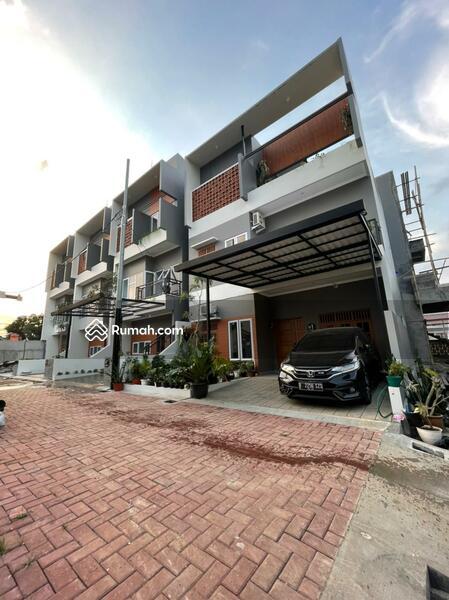 Rumah baru 3 lantai dekat pintu toll #106839709
