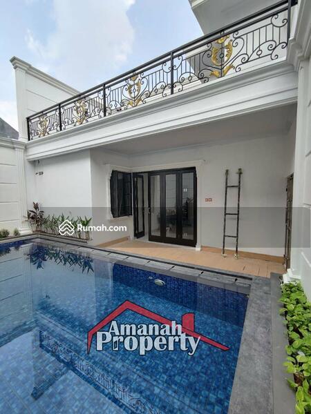 Rumah Konsep Classic Private Pool Cipedak Jagakarsa Jakarta Selatan #105107335