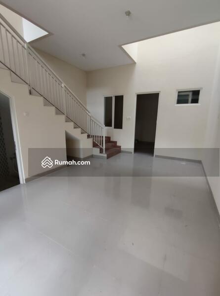 Rumah 2lt Minimalis di Pondok Chandra PROMO Cash Back 200 Juta #103848367